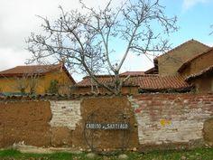 flecha amarilla Cabin, House Styles, Home Decor, Yellow Girl Nurseries, Arrows, Camino De Santiago, Decoration Home, Room Decor, Cabins
