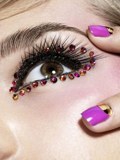 A halo of crystals is the highlight of this eye make-up.