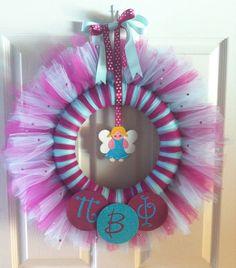 Pi Beta Phi wreath by CraftySratty Duarte-Massey Dunn Beckstrom Isley Lake Brundrit Tulle Wreath, Diy Wreath, Wreaths, Pi Beta Phi, Gamma Phi, Kappa Delta, Arts And Crafts, Diy Crafts, Sorority Gifts