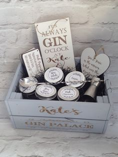 Create your own gin infusions with this Infuse-A-Gin kit. Your personalised gin kit includes six botanicals, a jigger, stirrer with muddler, a personalised gin plaque and a gin heart all inside a personalised crate to create your own Gin bar Gifts For Gin Lovers, Gin Gifts, Alcohol Gifts, Personalised Gin, Personalized Gifts, Personalised Best Friend Gifts, Gin Hamper, Gin Ingredients, Spanish Gin