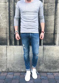 Tolle Basics für jeden Tag sollten in keinem Kleiderschrank fehlen! Der große Vorteil, sie lassen sich leicht kombinieren, bieten einen herrlich angenehmen Tragekomfort und sehen immer gut angezogen aus. Entdecken Sie unsere neuen Essentials, die sich zudem noch hervorragend zu jeder Wetterlage stylen lassen. #soerenfashion #basics #autmn #winter #mensfashion #shirt # Kiefermann #jeans #drykorn