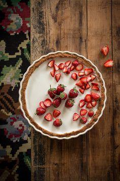 receta de tarta de panna cotta y fresas | recipe for strawberry panna cotta pie