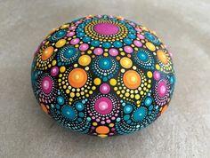 Dot Art Painting, Rock Painting Designs, Mandala Painting, Pebble Painting, Stone Painting, Mandala Painted Rocks, Mandala Rocks, Mandela Art, Mosaic Garden Art