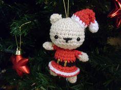 Xmas bear with hat - crochet pattern./ Osa de Navidad con gorrito - explicaciones escritas y con fotos.