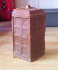 Chocolate TARDIS box of 5. NEED THIS!