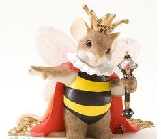 CHARMING TAILS~QUEEN BEE~NEW FOR 2012~MOUSE DRESSED IN QUEEN ROBE WITH CROWN~