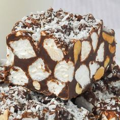 Peanut Butter Rocky Road Bars - a quick & easy, no bake, old fashioned favourite with marshmallows in a luscious combination of peanut butter & chocolate.