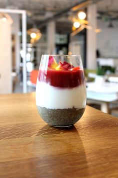 Na śniadanie ze strefy fit&healthy:  Chia z ananasowym purée i sosem truskawkowym (v)/ Concordia Taste/ breakfast, healthy food, brekfasttime