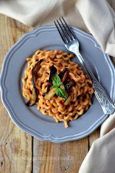 Pasta con Pesto alla Siciliana http://www.zagaraecedro.ifood.it/2015/07/pasta-con-pesto-alla-siciliana.html