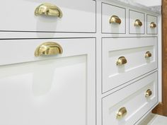 Furniture Shipping From India To Usa Refferal: 5857440008 Cabinet Cup Pulls, Cupboard Knobs, Cabinet Handles, Drawer Pulls, Brass Kitchen Handles, White Kitchen Cupboards, Apartment Furniture, Furniture Sale, Luxury Furniture