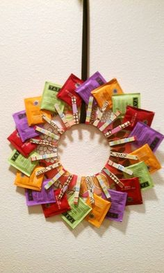 Tea Wreath – looks like a FUN project, which would also make a great gift for any tea lover out there! Tea Wreath – looks like a FUN With Our Powers Combined: Tea Wreath add a tea cup to go with it. Tea Wreath - looks like a FUN project, but when i fi Christmas Tea, Diy Christmas Gifts, Holiday Crafts, Thoughtful Christmas Gifts, Christmas Decorations, Craft Gifts, Diy Gifts, Cadeau Surprise, Navidad Diy