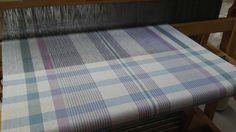 Linge à vaisselle tissé Weaving Projects, Weaving Patterns, Weaving Techniques, Loom, Hand Weaving, Stripes, Textiles, Fabric, Inspiration