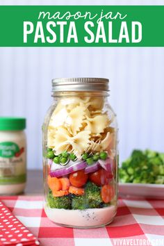 I love this idea for picnics and packed lunches. Mason Jar Creamy Ranch Pasta Salad - it's yummy and so easy to make! #naturallyfresh #ad