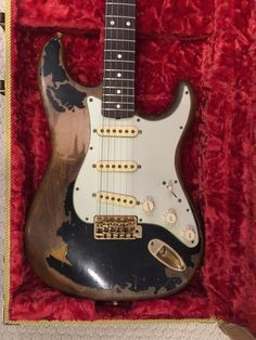 For sell is this magnificent replica of John Mayer's Black One Stratocaster. The body is from a fender American standard. The neck is a John Mayer signature neck. It has fender gold pearl tuners. The pickups are McLoughlin Guitars Blk1 clone pickups. This is a great instrument. Message me if you ...