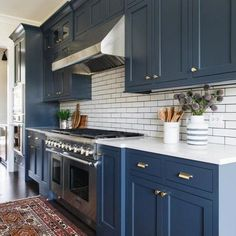 Kitchen Interior Design Remodeling Some people may find it unusual to use blue as kitchen color. But you'll be amazed with this blue kitchen cabinets ideas! From navy, bold, light blue, and midnight blue color. Kitchen Cabinet Colors, Kitchen Redo, Home Decor Kitchen, Kitchen Interior, Home Kitchens, Navy Blue Kitchen Cabinets, Blue Kitchen Ideas, Navy Blue Kitchens, Navy Cabinets