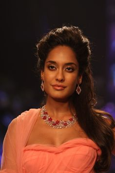 Lisa Hydon Showstopper at IIJW 2013.