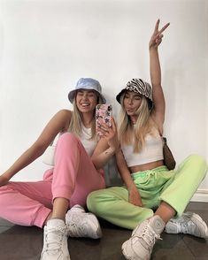 Fashion spring 743234744745143523 - Source by prune_decoral Cute Friend Pictures, Best Friend Pictures, Aesthetic Fashion, Aesthetic Clothes, Aesthetic Outfit, Aesthetic Vintage, Shooting Photo Amis, Mode Outfits, Fashion Outfits