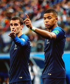Griezmann & Mbappe 🇫🇷 Football Fever, Football Is Life, World Football, Football Soccer, Soccer Cleats, Champion Du Monde Foot, France National Football Team, France Fifa, Fifa 2018