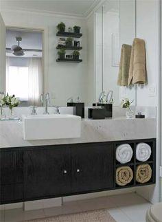Armário para banheiro com guarda-toalhas