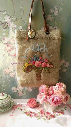 """10월 수업 패키지예요 10월 24일 대구 수성구 앤틱카페 """"벨리시모"""" 11시 ~ 5,6시까지 가방, 매트, 프레임등... Fabric Embellishment, Embellishments, Purse Patterns, Sewing Patterns, Christmas Napkins, Silk Ribbon, Textile Art, Reusable Tote Bags, Textiles"""