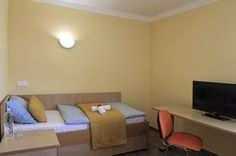 S Hotel & Restaurant S - Maribor - SI Sofa, Couch, Hostel, Restaurant, Bed, Furniture, Home Decor, Settee, Settee