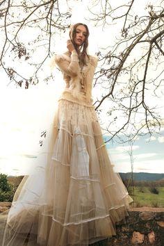 cuerpo DORITA falda MILENIUM . Vestido de novia dos piezas, camiseta bordada de novia, falda con nido de abeja estilo boho chic gipsy pantalon corto novia encaje vestido de tul