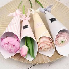 Ideas For Birthday Flowers Bouquet Florists Gifts Bouquet Wrap, Diy Bouquet, Tulip Bouquet, Flower Box Gift, Flower Boxes, Single Flower Bouquet, How To Wrap Flowers, Flower Packaging, Flower Aesthetic