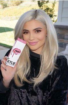Who made  Kylie Jenner's black velvet sweatshirt?