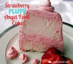Strawberry Fluff Angel Food Cake via Cookin Up Good Times - summer yum! (Uses Angel Food cake mix) Angel Cake, Angel Food Cake, Köstliche Desserts, Delicious Desserts, Yummy Food, Cupcakes, Cupcake Cakes, Strawberry Fluff, Yummy Treats