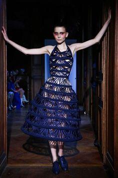 Serkan Cura Couture Fall Winter 2015 Paris Live Fashion, Modern Fashion, Fashion Show, Fashion Outfits, Fashion 2015, Fashion Design, Liberty Fashion, Sculptural Fashion, Haute Couture Fashion