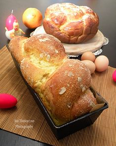 Vkusnoteka: Easter cake with sour cream Sour Cream Cake, Easy Desserts, Hamburger, Bread, Cooking, Easter Cake, Pains, Food, Traditional