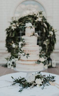 10 The prettiest floral wedding cakes for any season 🌱🌸 naked wedding cake cake decorating recipes anniversaire chocolat de paques cakes ideas Naked Wedding Cake, Big Wedding Cakes, Wedding Cake Photos, Floral Wedding Cakes, Wedding Cake Rustic, Wedding Cakes With Flowers, Beautiful Wedding Cakes, Wedding Cake Designs, Wedding Cake Toppers