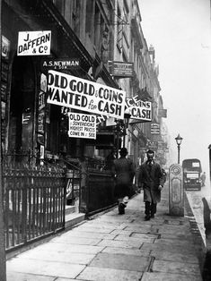 1939. Hatton Garden, London. We love this  picture. If you want to see what Hatton Garden is like now check out our into video:  https://www.mastered.com/schools/2