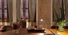 O Business Center, desenhado por Júlia Abreu e Márcia Müller, ganha um tom austero - porém aconchegante - com predomínio do marrom e materiais como madeira, couro e linho em sua concepção. A Casa Cor RJ vai de 03 de outubro a 19 de novembro de 2012, no Rio de Janeiro