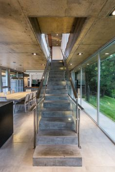 Designed as a vacation home by Estudio Galera , the owners want to use the house for a variety of purposes, such as getting together and enjoying open air Arquitectura Wallpaper, Concrete Staircase, Concrete Houses, Stair Decor, Modern Stairs, Modern Interior Design, Studio Interior, Architecture, Stairways