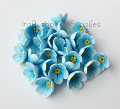 blue forget-me polymer clay flowers, polymer clay flower bead - FImo DIY, polymer clay tutorials Polymer Clay Ornaments, Polymer Clay Christmas, Polymer Clay Canes, Polymer Clay Flowers, Polymer Clay Necklace, Polymer Clay Pendant, Polymer Clay Projects, Handmade Polymer Clay, Clay Crafts