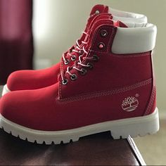 Timberland Boots, an American Icon ~ Fashion & Style Red Sneakers, Sneakers Fashion, Fashion Shoes, Fashion Fall, Hijab Fashion, Fashion Trends, Yellow Boots, White Boots, Style Grunge