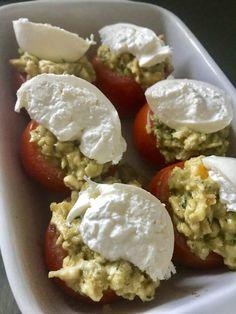 Gevulde tomaat met ei en buffelburrata – Judoka Margriet Bergstra Mozzarella, Eggs, Pasta, Cheese, Breakfast, Food, Morning Coffee, Essen, Egg