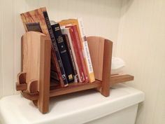 Adjustable tabletop bookshelf