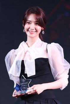 Im Yoona of South Korean girl group Girls' Generation poses with her. Sooyoung, Yoona Snsd, Girls Generation, South Korean Girls, Korean Girl Groups, Yuri, Taeyeon Jessica, Im Yoon Ah, Bts Girl