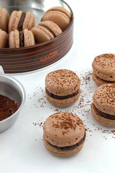 Chocolate Gingerbread Macarons w/ Chocolate Ganache Filling | #glutenfree #grainfree