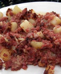 Corned Beef Hash - Hash is a dish consisting of diced meat, potatoes, and spices that are mixed together and then cooked either alone or with other ingredients such as onions. Corned Beef Hash, Corned Beef Recipes, Breakfast Dishes, Breakfast Time, Breakfast Recipes, Birthday Breakfast, Brunch Dishes, Breakfast Toast, Diners