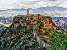 Civita di Bagnoregio: Ancient Endangered Hill Town in Italy Most Romantic Places, Beautiful Places, Beautiful Pictures, Places In Italy, Places To Visit, Casablanca, Marrakech, Never Been To Spain, European Tour