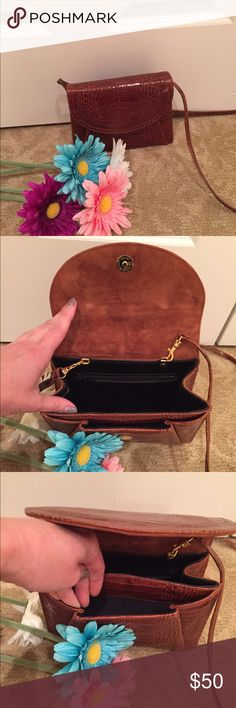 👜gorgeous leather purse👜 Genuine textured leather purse  Has an envelope look in the front. Straps for shoulder, cross body, or can remove w clips. Has a narrow front pocket, small interior w a zipper pocket, and exterior back pocket. Measures 8x6x2. Mint condition and used maybe once. Thanks to my posh mom for her donation! Bags Mini Bags