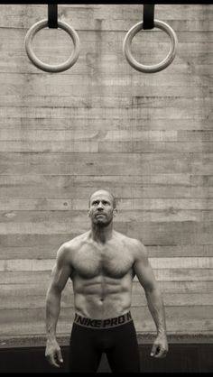 Jason Statham, shows off muscles in new magazine shoot Fight club: Jason revealed that he and Guy Ritchie have practised Brazilian jiu-jitsu together Jason Statham Body, Jason Statham And Rosie, Jason Stathman, Looks Baskets, Mens Health Uk, Uk Health, Film D'action, Modelos Fitness, Guy Ritchie