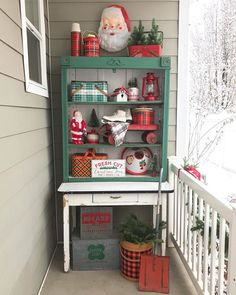 I always keep an eye out for anything plaid. In the plaid was the preferred pattern for outdoor activities. Cottage Christmas, Christmas Porch, Outdoor Christmas Decorations, Plaid Christmas, Retro Christmas, Christmas Wreaths, Christmas Ideas, White Christmas, Outdoor Decor