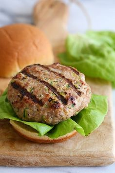 These Juicy Turkey Burgers with Zucchini are the juiciest EVER by adding grated zucchini! Skinny Recipes, Ww Recipes, Chicken Recipes, Dinner Recipes, Cooking Recipes, Healthy Recipes, Skinnytaste Recipes, Healthy Meals, Healthy Protein