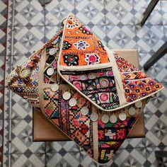 MADURAI by NAWERI 129€ Boho clutch made from antique embroidered fabrics. Pochette confectionnée à partir de tissus brodés antiques. Modèle unique.