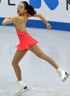女子SPで首位に立った浅田