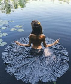Image shared by FX. Find images and videos about photography, art and nature on We Heart It - the app to get lost in what you love. Creative Shot, Creative Photography, White Photography, Hippie Photography, Photography Ideas, Foto Instagram, Instagram Posts, Foto Portrait, Water Shoot